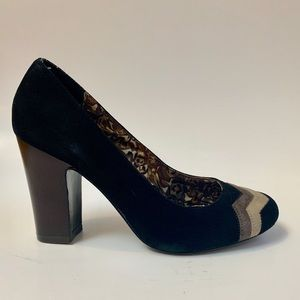 Black suede round toe zig zag Missoni pumps